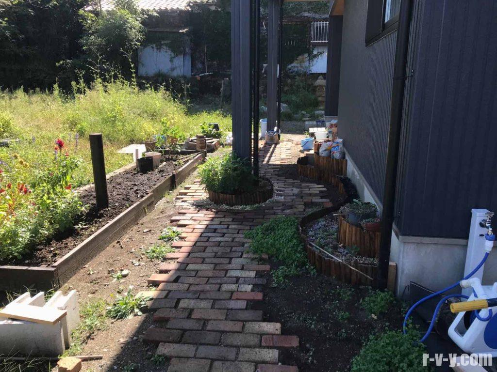 種蒔直後の庭