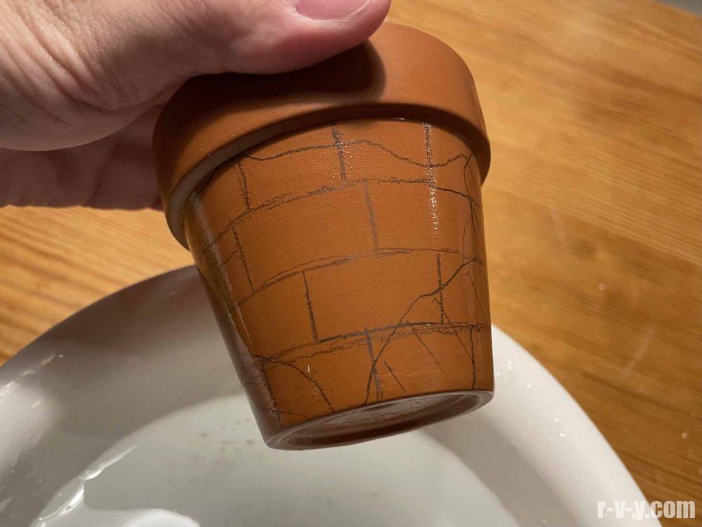 鉢に目印になる線を引く